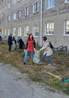 13 сентября Магаданская филармония совместно со студентами колледжа искусств провела субботник на территории общежития
